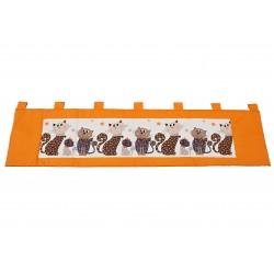 Kapsář - kočky na oranžovém plátně