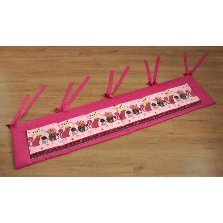 Kapsář - kočky na růžovém plátně