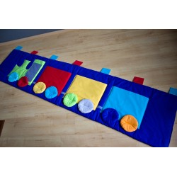Kapsář - mašinka na tmavě modrém plátně II