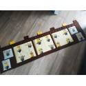 Kapsář - MIMONI na čokoládově hnědém plátně