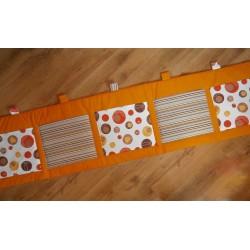 Kapsář - hnědá bublina a pruh na oranžovém plátně