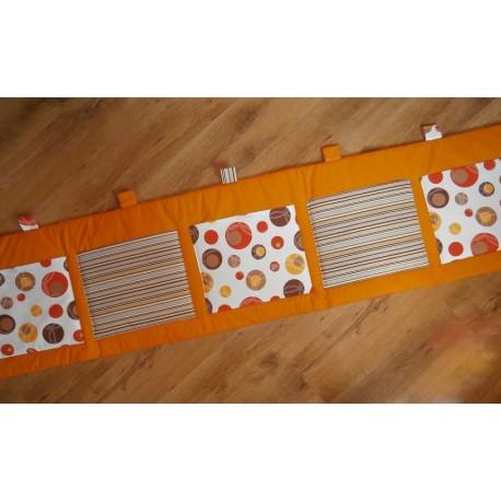 Kapsář - hnědá kombinave na oranžovém plátně