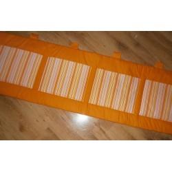 Kapsář - pruhy na oranžovém plátně