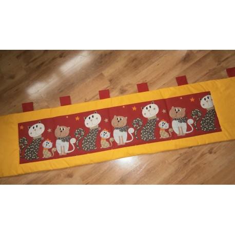 Kapsář - kočky na sytě žlutém plátně
