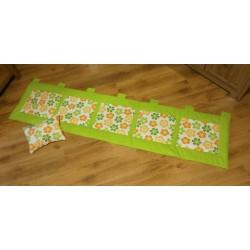 Kapsář - zelená kytička na limetkově zeleném plátně